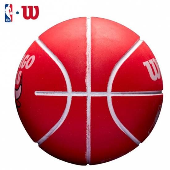 Мини-мяч баскетбольный для дриблинга Wilson NBA Dribbler Chicago Bulls 6 см (WTB1100PDQCHI)